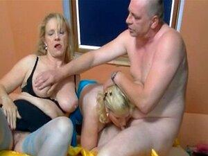 2 Mulheres Mais Velhas De Alemão E Um Cara Se Divertindo Porn