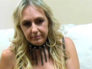 Loura Busty Madure Suga Duas Pilas Pretas, Uma Loura Grande E Madura Mal Pode Esperar Para Ter Esses Lábios Deliciosos Enrolados Em Torno De Uma Grande Pila Preta! Porn