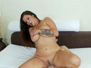 Sujar A Mamãe Nikita Denise Dirigindo A Posição 69 E Chupando O Pau Pequeno Porn