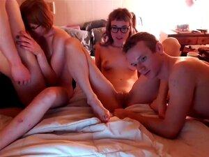 Os Casais Jovens Têm Um Quarteto Fantástico, Dois Casais Jovens Curtem Para Ter Um Quarteto Fantástico Com Montes De Chupas, Lambidelas De Rata E Sexo. Porn