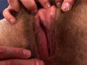 A Gaja Boa Tem A Cona Peluda Penetrada. Porn