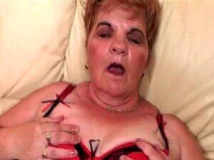 Suja As Tiras Maduras Sua Meia Arrastão Para Esfregar A Boceta Peluda Porn