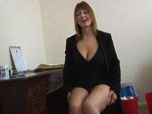 Tiras De Secretária Loira Madura Peituda E Se Espalha Porn