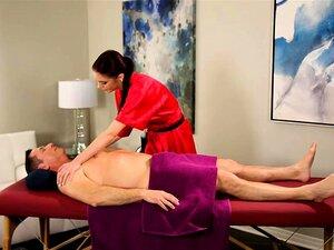 A Massagista Anna Deville Bateu Com Força Na Mesa De Massagens. Porn