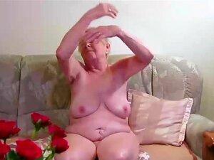 OmaGeiL Quase Cem Anos Avó Nua, Extremamente Velha Avó Mostrando Suas Rugas Maduras Bem Envelhecidas Porn