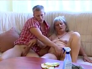 Jovens Botões Avó, Porn