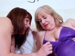 A Pandora Com Piercing Na Rata Está A Gostar De Sexo. A Velha Pandora Excitada Com Piercing Na Rata Está A Gostar De Sexo Com A Sexy Trisha. Porn