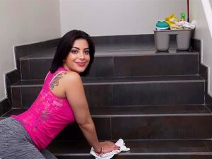BANGBROS - Empregada Cubano Kitty Caprice Junta-se A Cam Modelo Aaliyah Hadid 3way Porn