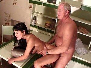 Velho Tarado Chupa Tetas Grandes Brasileiros Porn