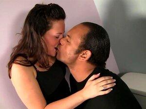 A Melhor Estrela Porno, Cami Smalls, Com Um Fabuloso Clipe Para Adultos, Cami Smalls Fica Com O Rabo E A Rata Bem Esfregados Antes De Lhe Enfiar A Pila Grande E Dura Na Boca. As Habilidades Dela Na Garganta Funda São Boas, Mas A Pila Dele é Tão Grossa Que Porn