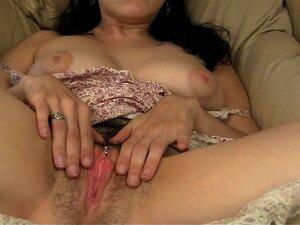 Lucia Puxa Para Cima O Vestido Para Mostrar Clit Piercing Porn