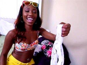 A Miúda Ebony Chanell Heart Tem A Rata Esticada Por Uma Pila Monstruosa Porn