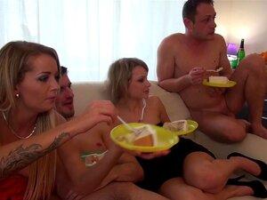 Euro Faculdade Querida Spitroasted Na Festa Do Dormitório Porn
