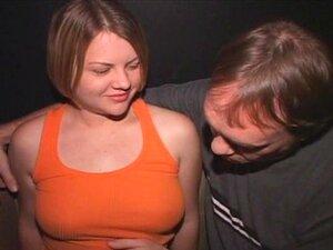 Passeios De Sally Loira Peitos Grandes Galos No Cinema Pornô Porn