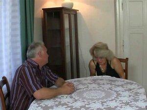 O Casal Velho Fode O Teen Quando Ele Se Vai. Um Casal Velho Fode Adolescentes Porn
