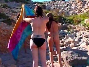 Estas Três Namoradas Exibem-se Na Praia E Acabam A Lamber E A Meter Os Dedos, Antes De Afundar Vibradores Como Putas., Porn