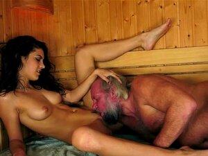 Aventura De Sauna Do Velho Com Um Adolescente Quente De Fumar Porn