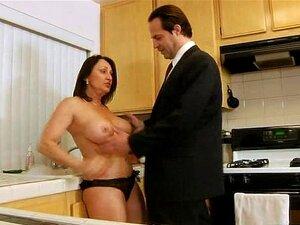A Dona De Casa Peituda Fode Na Cozinha Porn