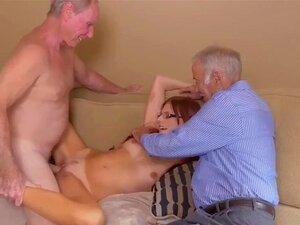 O Velho Fode A Jovem Loira E Orgia Primeiro. Porn