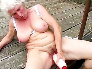 Brinquedo De Vovó Suja Sua Fenda Peluda Velha De Merda Porn