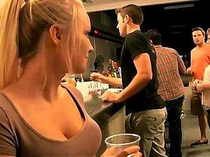 Garota Quente No Bar Mostra-me Tudo Porn
