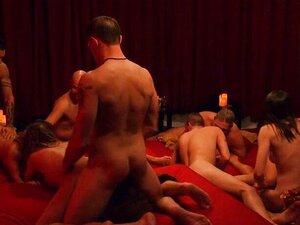 Um Bando De Swingers Trocam De Parceiros E Fazem Uma Orgia No Quarto. Porn