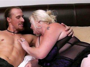 Busty Blonde Plumper Suga E Monta Carne De Homem Porn