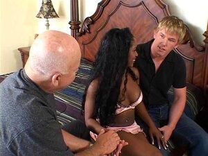 Dona De Casa Negra Excitada Tem A Rata Lambida E Fodida Por Um Garanhão Branco Porn