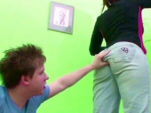 Jovem Rapaz Seduzir MILF Mãe Para Foder Seus Buracos Peludos Porn