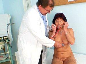 Médico Joga Com Buceta Velha Porn