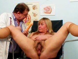 Médico Examina A Caixa Velha Peluda Porn