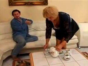 Vídeo De Sexo Europeu Com Punheta E Diversão Anal, Depois De Uma Boa Avozinha Europeia Fisting, A Loira Milf Prova O Seu Próprio Fluído De Rata Dos Dedos Do Seu Amante Em Vídeo Pornográfico Europeu Quente. Porn