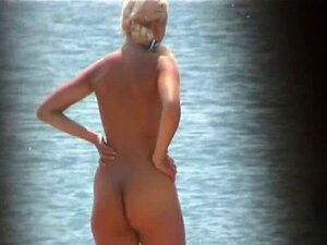 Loira Gostosa Mostra Sua Buceta Cabeluda Nua Na Praia Porn