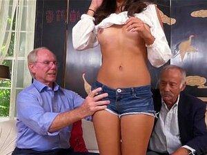 A Sul Da Fronteira Com Os Homens Das Pílulas Azuis Com Velhos Excitados Porn
