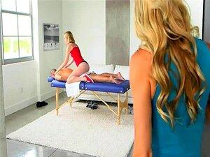 Madrasta E Teen Sex De Trio De Casal Na Mesa De Massagem Porn