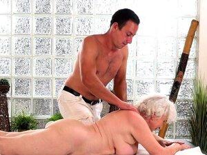A Avó Fodida Pelo Massagista Porn