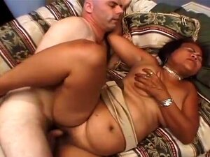 A Prostituta Asiática Veterana Lixada, A Velha Prostituta Asiática Sarah Passou Muitos Anos Da Sua Vida A Dançar Nos Bares Go-go De Banguecoque.  Mesmo Que Ela Vive Na América Agora, E Não Tem Ligações Com A Indústria Do Sexo, Ela Ainda Gosta De Começar A Porn