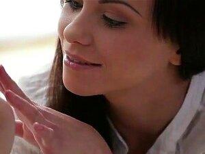 21Sextury XXX Video: Barefeet Calor, O Exótico E Bonito Alysa Apenas Wiggle Seus Dedos Do Pé E Colapso De Homens A Seus Pés Bonitos. O Mesmo Acontece Com Thomas, O Amante De Pé Romântico Que Se Ajoelha Para Aqueles Pés Hipnotizantes Para Beijar E Adorá-lo Porn