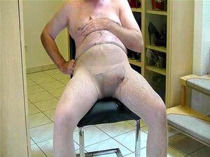 Eu De Mangueira, Velho Homossexual De Mangueira A Fazer Estim, A Mijar E A Bater Punhetas Porn
