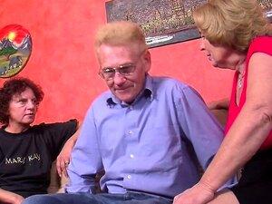 A Avó E O Avô Fazem-no Com A Vizinha Excitada. Porn