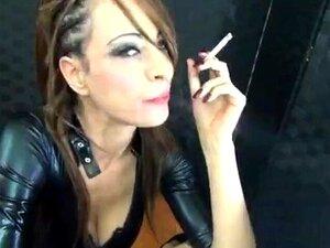 Senhora Fumando E Sexo Em Traje De Gato Porn