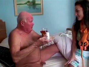 O Pepe Idoso Está Todo Excitado Com A Enfermeira., Porn