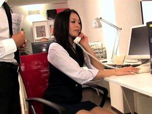 A Jovem Secretária Boazona Dá Aos Colegas Um Duplo Bj. Porn