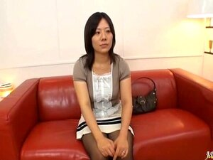 Sexo A Três Na Sala Com Um Japonês Amador. Porn