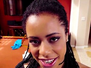 A Ebony Kira Noir Gosta De Chupar A Pila Grande. A Kira E A Colega De Quarto Divertiram-se Muito Ontem à Noite De Ressaca E A Kira Excitada Acorda A Tentar Lembrar-se Com Quem Ela Se Enrolou Na Noite Anterior Ao Sexo Ser Tão Incrível, Mas Não Faz Ideia De Porn