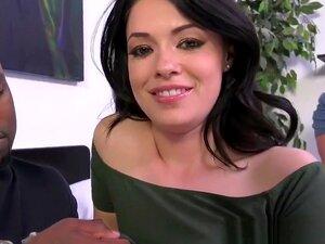 Corno Assiste Que Ava Dalush Leva Um Galo Preto, Porn