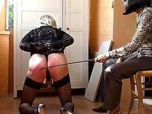 Casal Maduro Excitado Gosta De Alguma Humilhação Sexual, Um Casal Maduro Quente Gosta De Algum Papel E Punição Sexual. O Marido Submisso Está Curvado E Chicoteado. Porn