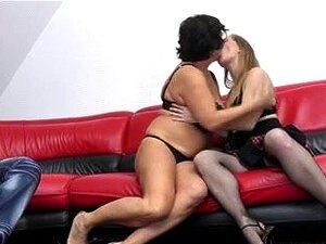 Grande E Bela Mulher-Avozinha Em Três-alguns Com Par Jovem Porn