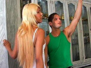 Shemale Linda Gostosa Fodida Por Um Cara De Sorte - Latina-quente Porn