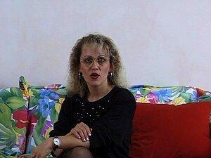 Velha Dona De Casa Alemã Com Lotes De Brinquedos Porn